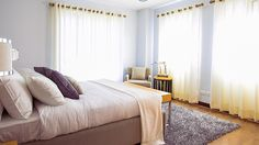 High ceilings can make your room look more open and spacious. Here are 7 ways to create that illusion even without the hassle of a home renovation. Beige Carpet, Modern Carpet, Bed Feng Shui, Best Murphy Bed, Cool Shower Curtains, Hanging Curtains, Window Curtains, Bedroom Carpet, Organizing Your Home