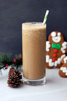 Gingerbread Smoothie – Gluten-free &  Vegan from @➳ Beth // Tasty Yummies ➳ Ooh - going to make this for breakfast (with regular milk)!