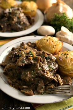 Slow Cooker Swiss Steak - Fork-tender beef cooked in the crockpot with a rich delicious onion and mushroom gravy. (A Family Feast) Crockpot Dishes, Crock Pot Slow Cooker, Crock Pot Cooking, Beef Dishes, Slow Cooker Recipes, Crockpot Recipes, Cooking Recipes, Delicious Recipes, Cooking Tips