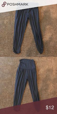 Mossimo capri pants Mossimo Capri pants with pockets and folded waistband Mossimo Supply Co Pants Capris