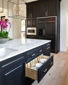 """Rok Hardware on Instagram: """"These mod brass Hex pulls look supremely stylish against the sleek black cabinetry. Brass on black is a timeless combo that always works.…"""""""