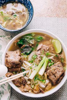 Instant Pot Oxtail Pho Bo (Vietnamese Beef Noodle Soup with Oxtail) Oxtail Pho Recipe, Oxtail Soup, Oxtail Recipes, Curry Recipes, Beef Recipes, Soup Recipes, Oxtail Meat, Beef Noodle Soup, Beef And Noodles