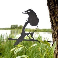 Wil je graag een Ekster Vogel Silhouet in je tuin of tussen je kozijn? Deze vogel is gemaakt van corten staal en wordt nóg mooier als je hem buiten plaatst