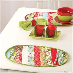 stripe placemats from scraps... very nice idea