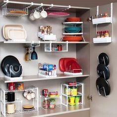 Confira dicas e inspire-se com ideias criativas para economizar espaço na sua cozinha, garantindo mais funcionalidade e organização ao ambiente.