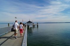 Immenstaad Bodensee. Over de pier naar vertrekpunt veerboot.