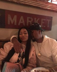 Nicki Minaj gets close to Nas in new photo