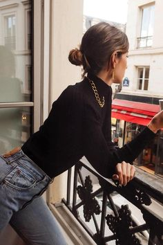 Easy Sunday outfit, Blue jeans with black turtleneck - Cute Outfits Sunday Outfits, Mode Outfits, Fall Outfits, Casual Outfits, Fashion Outfits, Fashion Trends, Casual Sunday Outfit, Workwear Fashion, Street Style 2018