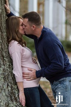 Omg...hubby and I so have to do this maternity picture...absolutely love