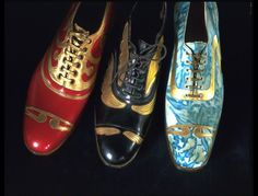 Men's Art Deco Shoes - c. 1925 - Manufacturer: Coxton Shoe Co. - Marbled suede with gilt leather decoration - Victoria and Albert Museum Collection, London 1920s Shoes, Vintage Shoes, Vintage Men, Vintage Outfits, Vintage Beauty, Vintage Fashion, Art Deco Fashion, Fashion Shoes, Fashion Accessories