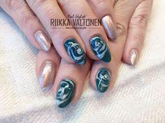 Gel polish roses & glitter, acrylic nails #nails #nailart #stockholm #handpaintednailart