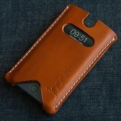 iPhone Full grain veg tanned from Spanisch tannery. Leather Art, Leather Design, Leather Tooling, Iphone Leather Case, Leather Wallet, Support Ipad, Sacs Design, Diy Sac, Leather Projects