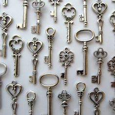 Amazon.com: Skeleton Key Charm Set in Antique Silver (48 Charms) 6 Different Styles - Vintage Style Key Charms: Arts, Crafts & Sewing