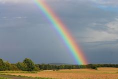 There are many interesting things about the rainbow to help you enjoy it more when you see one. Rainbow Sky, Rainbow Colors, Rainbow Facts, Sea Spray, Pot Of Gold, Water Droplets, Bible Lessons, Enjoy It, The Covenant