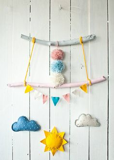 Get mobile: Whether for baby, playroom or bedroom, mobiles keep our eyes to the sky! DIY mobile ideas | Handmade Charlotte #diy #nursery #mobile