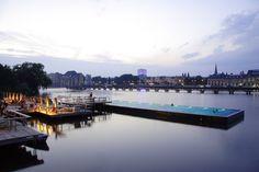 Flussschwimmbad in der Spree, urbanes Erholungsgebiet, Stadtstrand, 1500qm Eventfläche für Corporate Events, schwimmende Badeanstalt, 25m x 8m Schwimmbad.