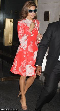 Eva Mendes hairstyle inspiration: long  hairstyles, updos and ponytails - casual and glamorous.