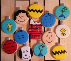 Charlie Brown and the Peanuts Gang! Celebrate the Anniversary with cookies! Peanuts Christmas, Charlie Brown Christmas, Christmas Sugar Cookies, Christmas Baking, Christmas Sweets, Holiday Cookies, Butter Sugar Cookies, Order Cookies, Peanuts Gang