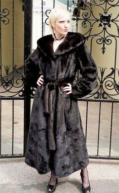 Long Fur Coat, Fur Coats, Sable Coat, Fur Coat Fashion, Fur Clothing, Mink Fur, Style Guides, Beauty Women, Street Style