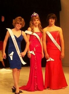 Crap, Bill and Mike look so nice in their gowns, why couldn't mom have gotten me a gown instead of a short dress? Yeah, it's pretty and I love wearing it but I still wish I was wearing a gown. Womanless Beauty Pageant, Feminized Boys, Beauty Contest, Papi, Looking Gorgeous, Beautiful, Pretty Boys, Pretty Outfits, Amazing Women