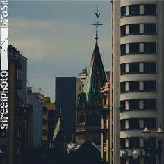STREETPHOTO_BRASIL   @paulissonmiura  Data: 19 dez 2015 Seleção: @miguelcamelo  Parabéns!!!! Marque você também para fotografias de rua #StreetPhoto_Brasil e apareça por aqui!   @StreetPhoto_Brasil #streetphotography #streetstyles_gf  #chiquesnourtemo #igersbrasil #galeriamink #saopaulowalk #instastreet #brstreet #eutonanuvem #capturestreet #rsa_streetview #achadosdasemana #fotografiaderua #urban #saopaulocity #gf_brasil #mafia_streetlove #ig_streets  #supermegamasterpics #vscostreet…