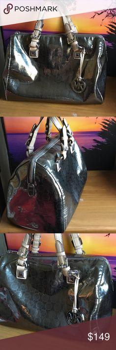 💕Michael Kors Bag 🌹👜 Gently used size 11X13.5X5.5 Michael Kors Bags Totes