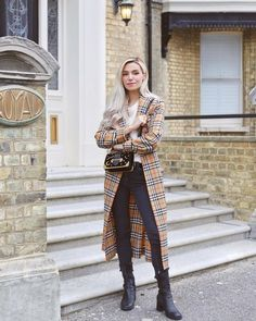 When it is not cold enough to wear thick trench coat outfit Trench Coat Outfit, Trench Coats, Women's Coats, Marzia Bisognin, Mode Inspiration, Fashion Inspiration, Coats For Women, Spring Outfits, What To Wear