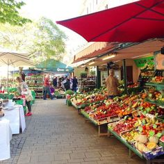▸ The most beautiful markets in Vienna are waiting for your visit - Travel Yakyak Vienna Food, Heart Of Europe, Reisen In Europa, Vienna Austria, Packing Tips For Travel, Places To Travel, Travel Inspiration, Sailing, Greece