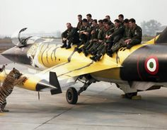 Tiger Meet 1988. ItAF's F-104 Starfighter of the 53 Stormo -21mo Gruppo (53rd Wing- 21st Group).The 104, the pilots...and the Tiger!