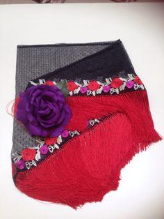 Mantoncillo tul negro con rosas bordadas /2015