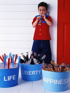 Labeled 4th of July Buckets    Share your patriotic sentiments with guests by labeling oversize buckets with vinyl letters (find them at office supply or crafts stores). Fill the buckets with ice to keep beverages cool during a hot 4th of July celebration, or use them to hold boxes of sparklers.