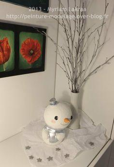 Bonhomme de neige, décoration multi-matériaux (polystyrène, fimo, peinture et poudre de marbre, peinture acrylique) - 2013 - Myriam Lakraa Créations
