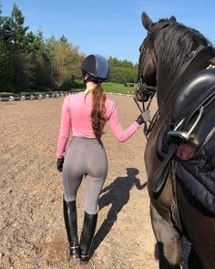 Outfit goals or what 🤷🏽♀️👌🏼 New round neck pink baselayer with our popular grey leggings 🙌🏼🖤 Equestrian Chic, Equestrian Girls, Equestrian Outfits, Riding Breeches, Riding Pants, Outfits Mujer, Sexy Outfits, Erin Williams, Vaquera Sexy
