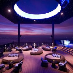 Hilton Pattaya's rooftop bar Horizon offers some of the most breathtaking views of Pattaya. Sleek and sophisticated, experience Horizon at Hilton Pattaya. Rooftop Lounge, Rooftop Restaurant, Bar Lounge, Rooftop Bar, Restaurant Design, Architecture Awards, Architecture Design, Top 10 Restaurants, Pattaya Thailand