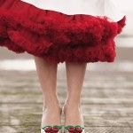 Super fun and feminine, this deep red tulle petticoat looks fabulous at a retro kitsch wedding. Try the Malco Modes Samantha petticoat for a similar look! Rockabilly Moda, Rockabilly Wedding, Rockabilly Fashion, Style Année 20, Looks Style, Vivienne Westwood Melissa, Red Wedding, Wedding Styles, Ideias Fashion