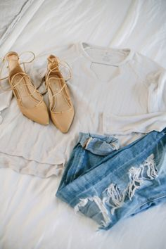Love boyfriend jeans? Here's how to style boyfriend jeans for fall including specific styling tips devoted to these looser fitting jeans.
