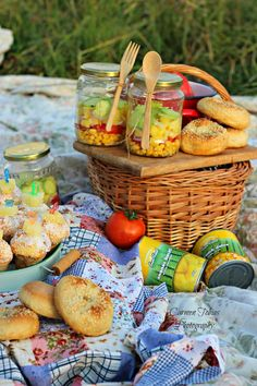 My world in a jar: La picnic cu Sun Food. Lazy Summer Days, Afternoon Nap, Picnic, Jar, Homemade, Food, Home Made, Essen, Picnics