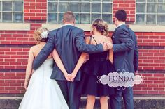 Great maid of honor and best man pose! I love this too much!!