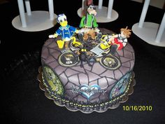 Kingdom Hearts Wedding Each cake represents a different level of the game. Everything is edible. Characters are made from fondant.