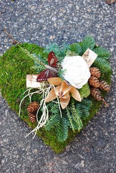 gravsmyckning - Sök på Google                                                                                                                                                                                 More Christmas Wreaths, Christmas Decorations, Table Decorations, Holiday Decor, All Saints Day, Sympathy Flowers, Fall Diy, Grapevine Wreath, Funeral