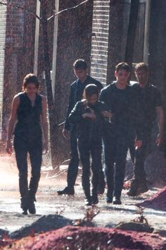 Tris and Four on the set of Allegiant Part 1.