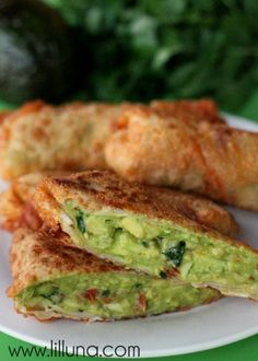 Cheesecake Factory has some epic appetizers - including their avocado egg rolls. Learn how to make your own avocado egg rolls at home from Lil Luna. Cheese Appetizers, Appetizer Recipes, Snack Recipes, Cooking Recipes, Delicious Appetizers, Yummy Recipes, Cheese Cake Factory, Lchf, Avocado Egg Rolls