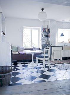 Lovely inspiration from VINTAGE HOUSE. - http://vintage-house.blogspot.com/