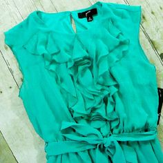 ✂ LAST ONE 18W Spearmint green ruffle front dress What a lovely color! Cascading ruffles adorn the front of this dress. Tie belt. Lined. 100% polyester.   No trades. Dresses Midi