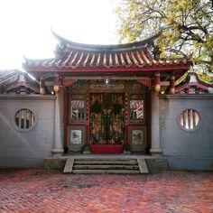 法華寺側門 left side door of Fahua Temple  #台南 #法華寺 #傳統 #建築 #文化 #寺 #廟 #temple #archi #roof #tile #屋根 #瓦 #燕尾 #sky #culture #buddha #taiwan #formosa by pyotrelife