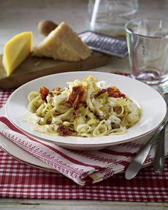 Unser beliebtes Rezept für Spaghetti mit Chicorée und Drei-Käse-Soße und mehr als 55.000 weitere kostenlose Rezepte auf LECKER.de.