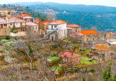Κρυμμένοι σε ένα πέτρινο ξενώνα, τυλιγμένοι με το πρώτο πουλόβερ της εποχής κοιτάτε τις πρώτες σταγόνες της βροχής από μια κουνιστή πολυθρόνα ενός παραδοσιακού ξενώνα. Σε ένα χωριό που έχει μείνει αυθεντικό.... Where To Go, Greece, Places To Visit, Mansions, Canvas, House Styles, Painting, Travel, Islands