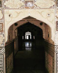 """#AppetizingCityInRajasthan: Sneak Peak to the insides of Amer / Amber Fort. A detailed blogpost - Soon · · ·  #jaipur #travel #travelogue #travelingram…"""