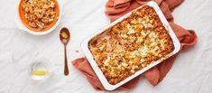 Tomaattisessa kanapastavuoassa on välimerellisiä makuja - kesäkurpitsaa, paprikaa, punasipulia ja fetajuustoa. Helpossa vuoassa pastoja ei tarvitse edes keittää! Noin 1,90€/annos.* Gnocchi, Chana Masala, Feta, Food And Drink, Cooking Recipes, Bread, Chicken, Ethnic Recipes, Red Peppers