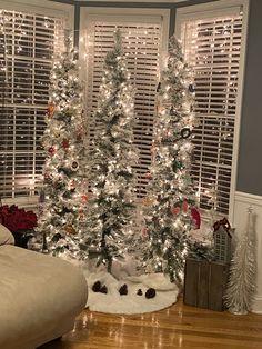 Colorful Christmas Tree, Christmas Ideas, Christmas Decorations, Holiday Decor, Modern Farmhouse, Home Decor, Decoration Home, Room Decor, Home Interior Design